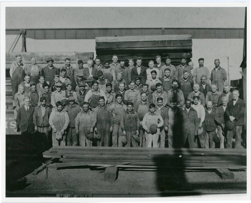 Immigrants_at_the_Silvis_Yards_in_the_Rock_Island_railroad_shops.jpg