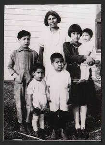 Esperanza Martinez with Florence, Frank, Vincent, Ray and Adella, circa 1931