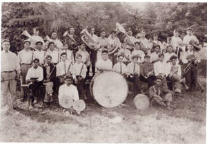 First_band_of_the_Mexican_community_of_Silvis_Illinois_directed_by_Manuel_Macias.jpg