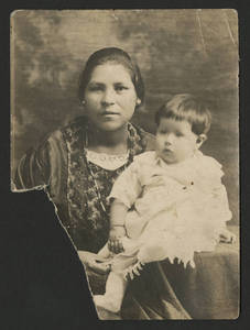 Esperanza Martinez with daughter Florence, circa 1922